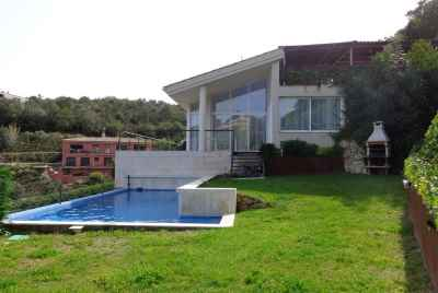 Modern villa with swimming pool and sea view in Costa Brava